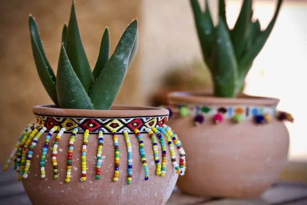 spanish style pots, how to decorate on a budget.