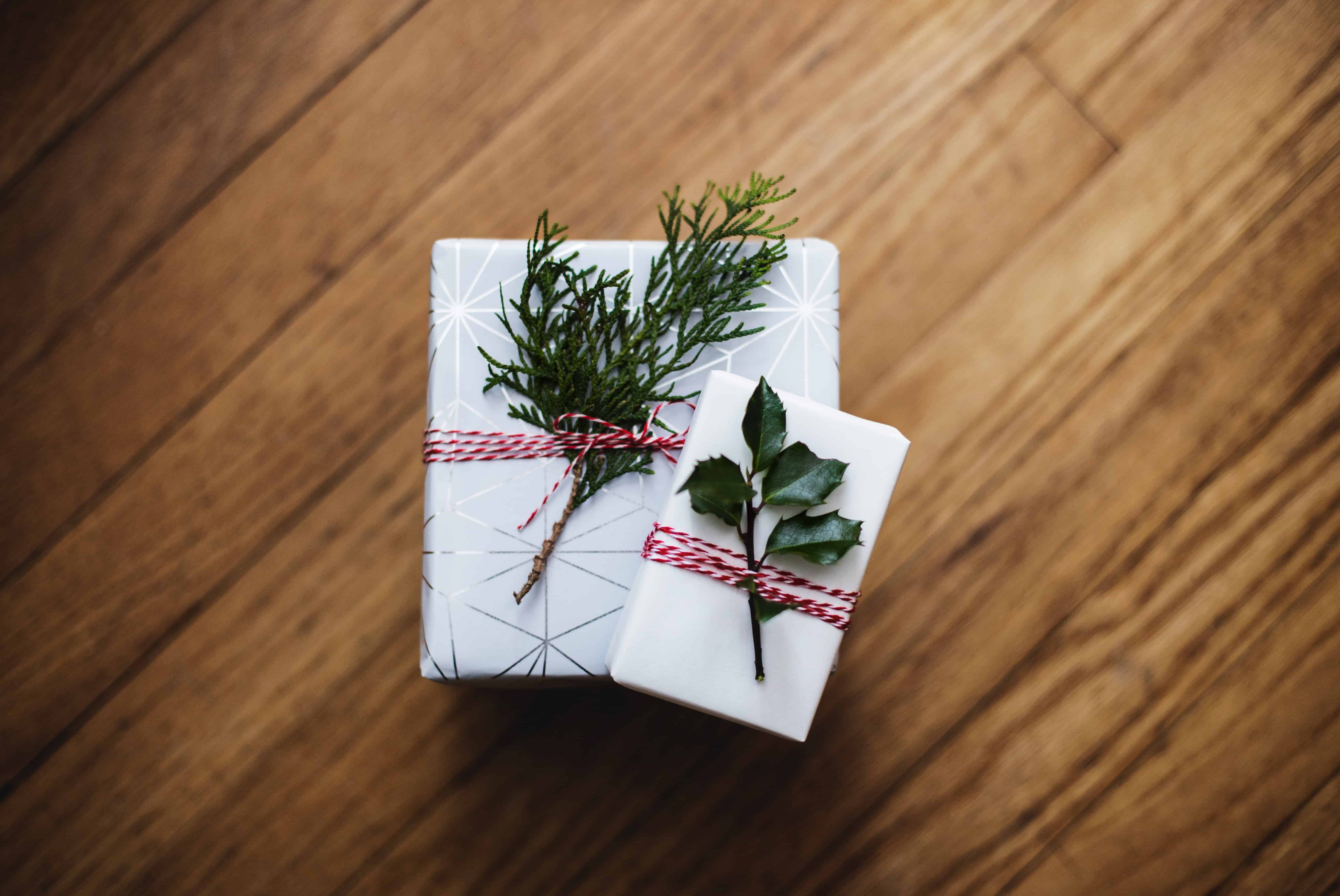 Gift wrapping ideas for Christmas. plus all the gift wrapping supplies you need linked right here.